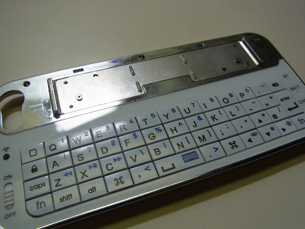 iphone-keyboardcase1