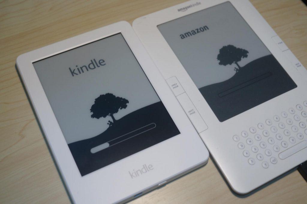 現行『Kindle』と『Kindle 2』を比べてみた。5年間でどう変化したのか