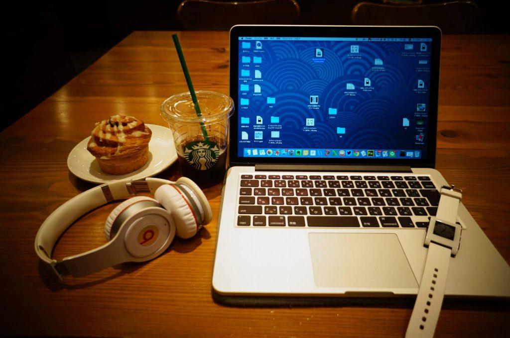 【カフェノマド】僕が持ち歩くノマドワーク用ツールを紹介。MacBook や iPad、一眼レフなど8項目