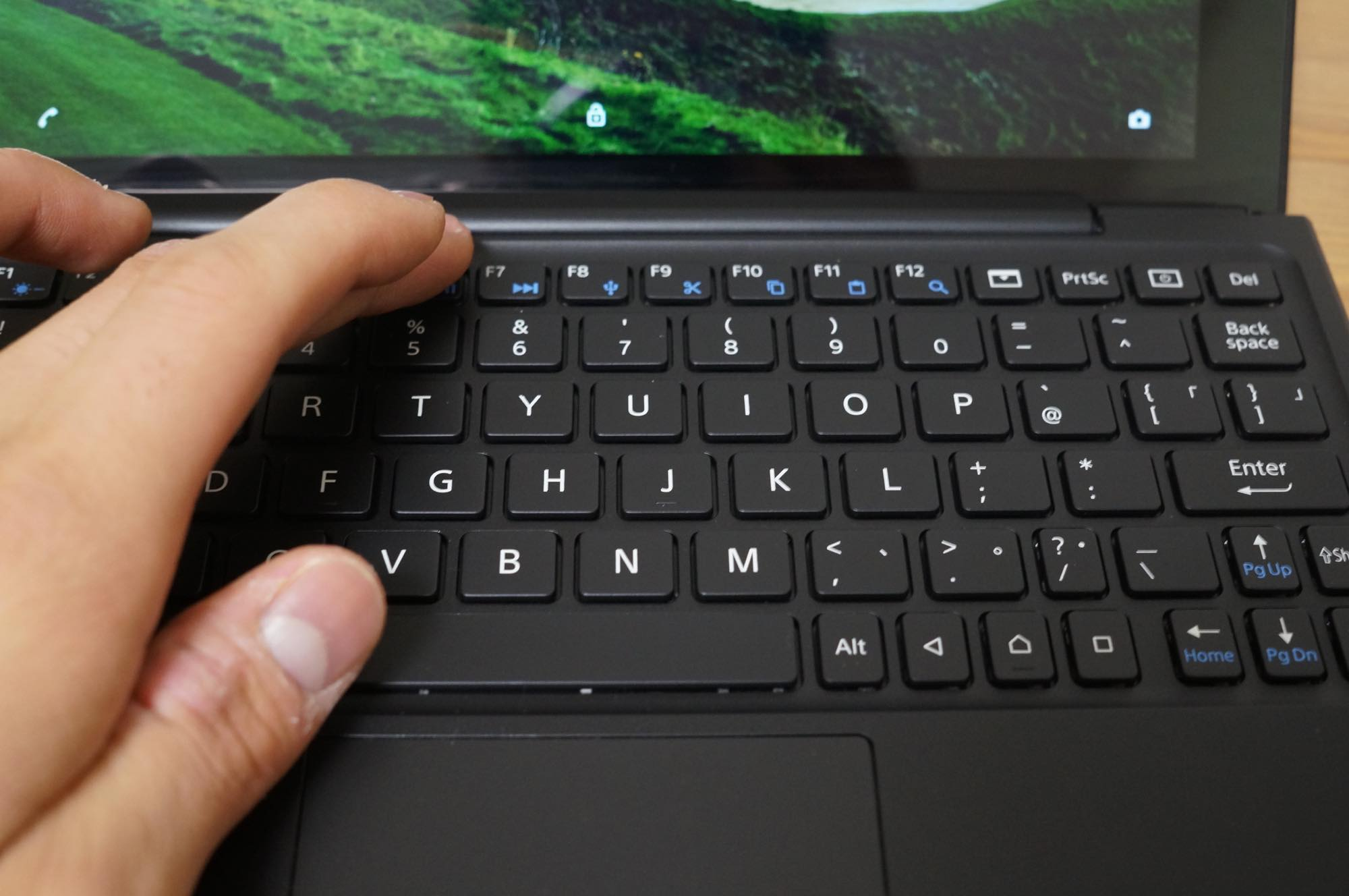 Xperia-Z4-tablet-keyboard5