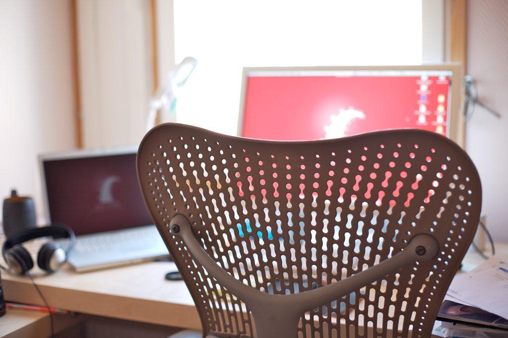予算5万で中古の高級オフィスチェアを買う。アーロンやリープ、バロンなどを試座して比較検討