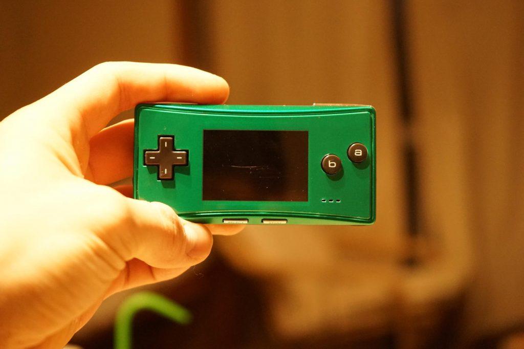 海外限定色ゲームボーイミクロのグリーンが届きました。外観などレビュー