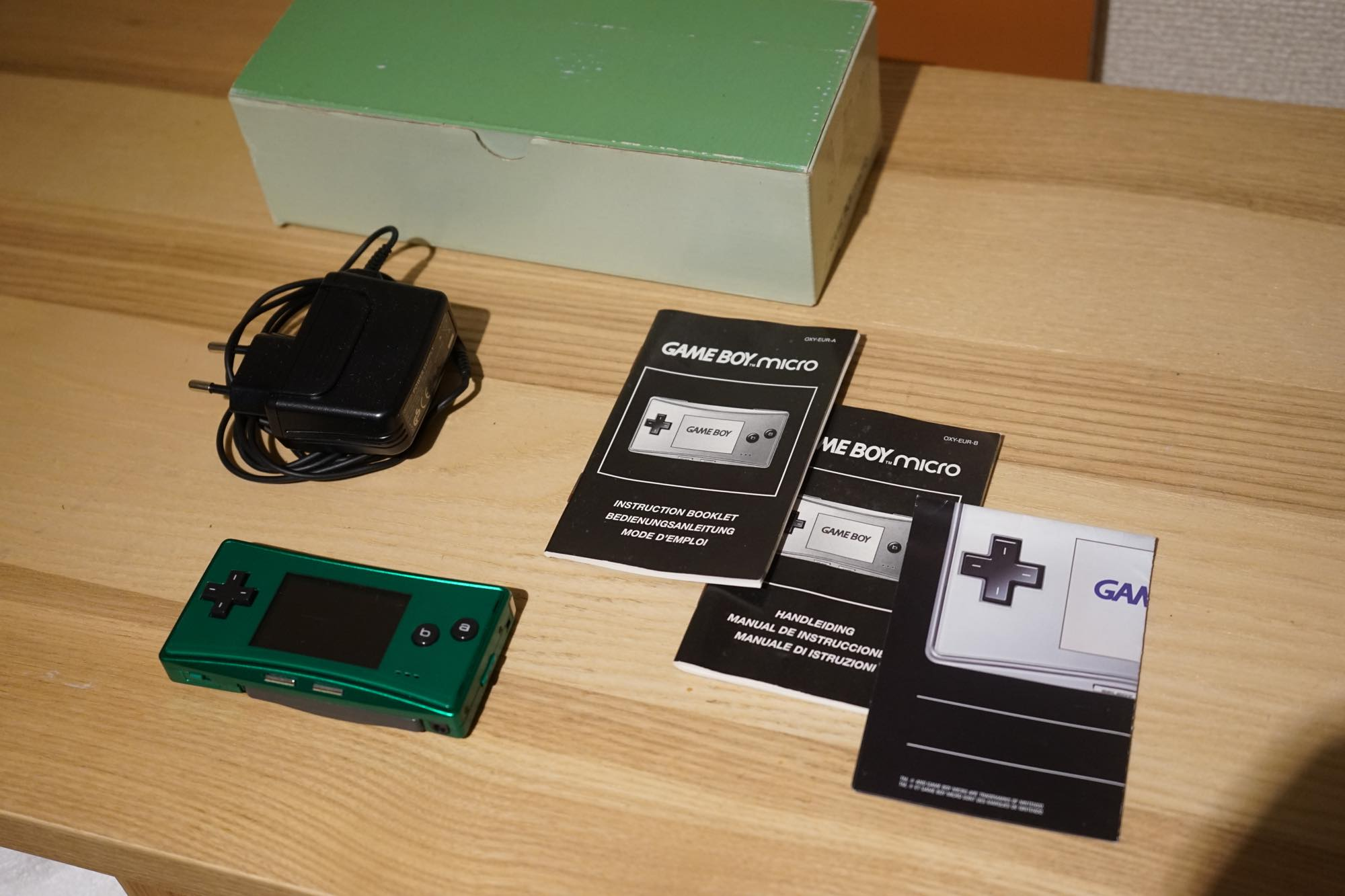 gameboy-micro-green2