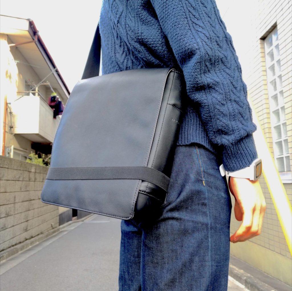 12インチMacBook に最適!モレスキン「クラシック リポーターバッグ」レビュー。ミラーレスも収納可能