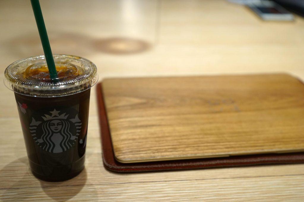 深夜にスタバで作業するなら「デカフェ(カフェインレスコーヒー)」を注文しよう。仕事帰りにもぴったり