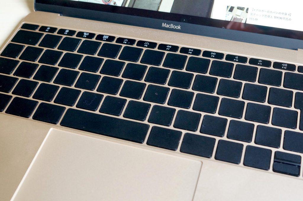 MacBookのキーボードをシンプルに。ブラックアウトステッカーでJISキーを無地に(USも対応)