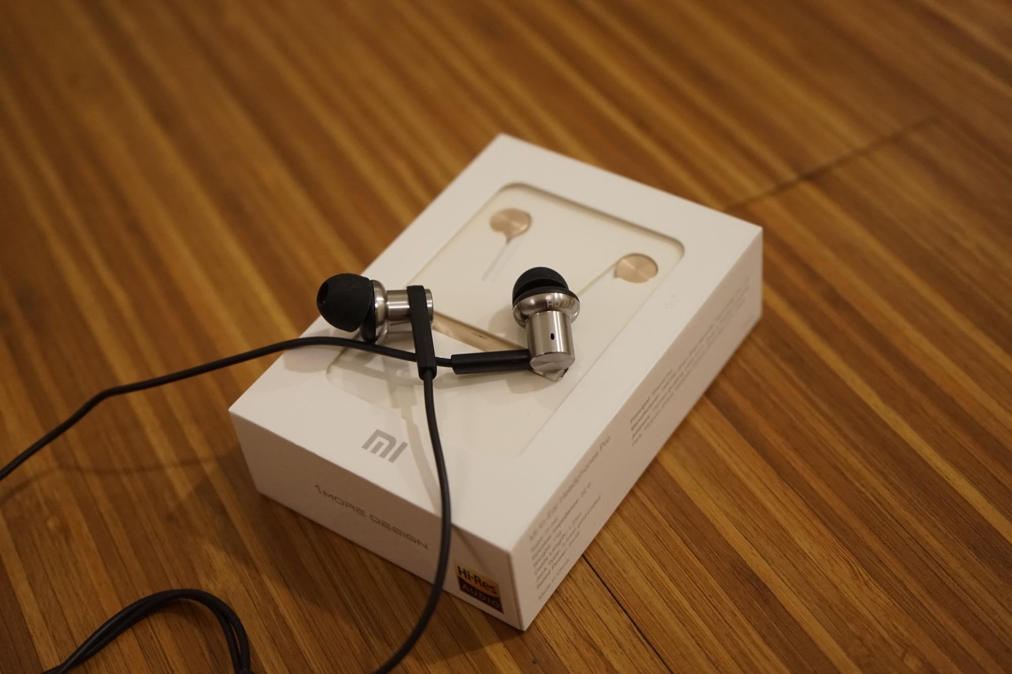 th_Mi-In-Ear-Headphones-Pro4