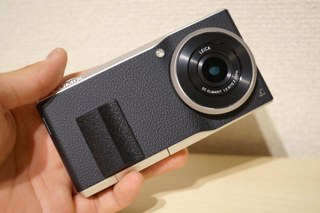 【LUMIX CM10】持ちやすさ大幅アップ!「フリップバックカメラグリップ」を購入