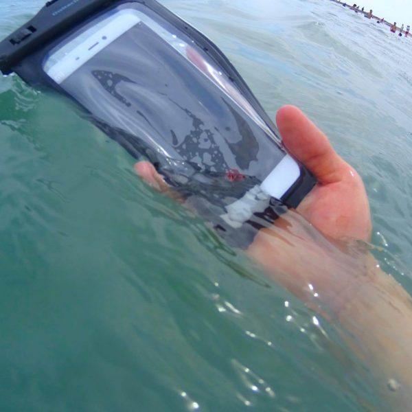 iphone-waterproof11