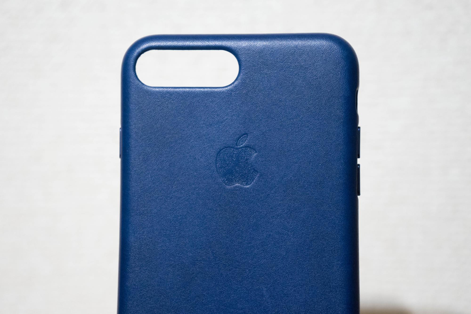 iphone7plus-leathercase-midnightblue8