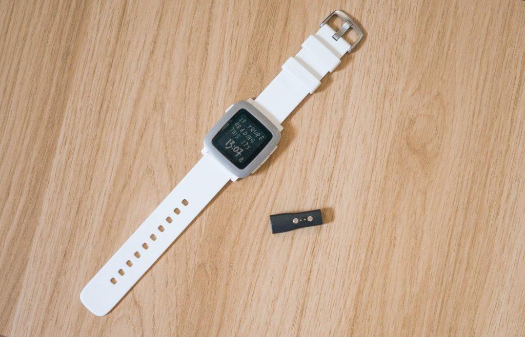 Pebble Time所有者は必須!micro USB で「Pebble Time」を充電できるアダプタが便利
