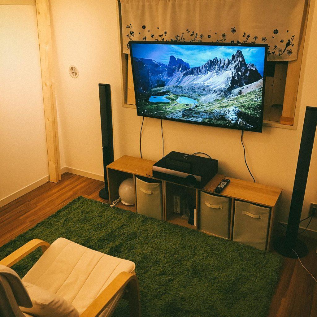 一人暮らしホームシアター②:賃貸で憧れの壁掛けテレビをDIY。ディアウォールは大型TVも大丈夫