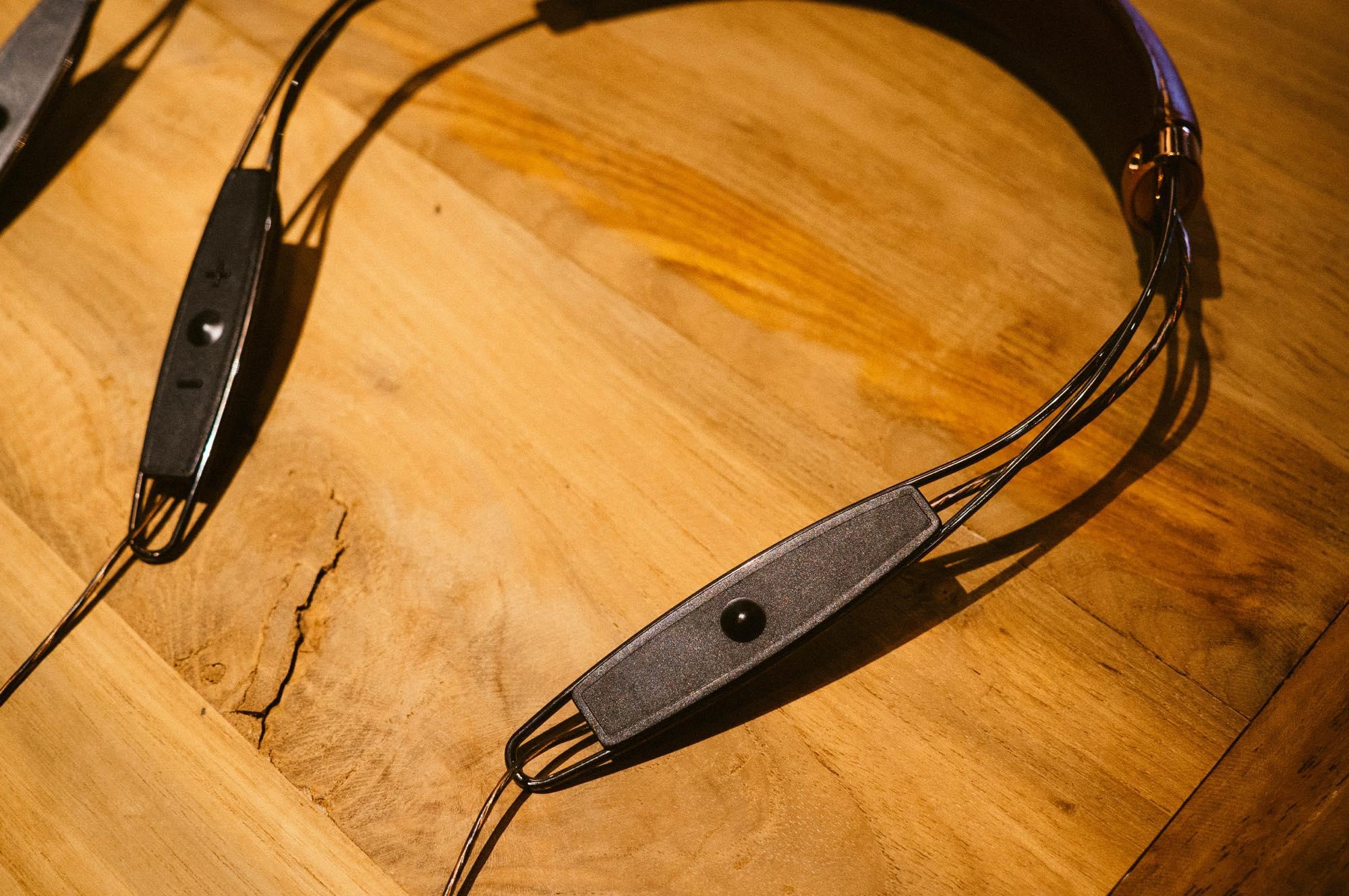 x12-neckband4