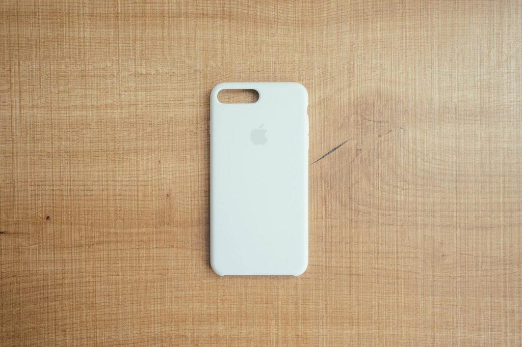 シンプルでミニマルな iPhone  ケース。純正の「シリコーンケース ホワイト」レビュー