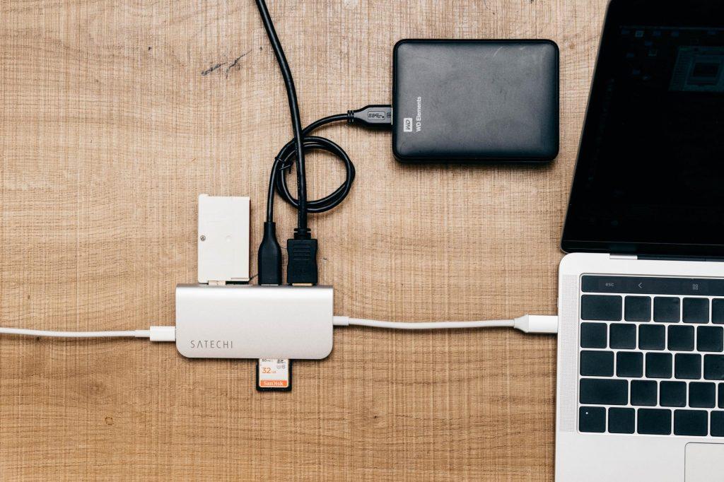 SDカードもHDMIもこれ1台!MacBook ユーザーの強い味方「Satechi USB Type-C マルチ変換アダプター」レビュー