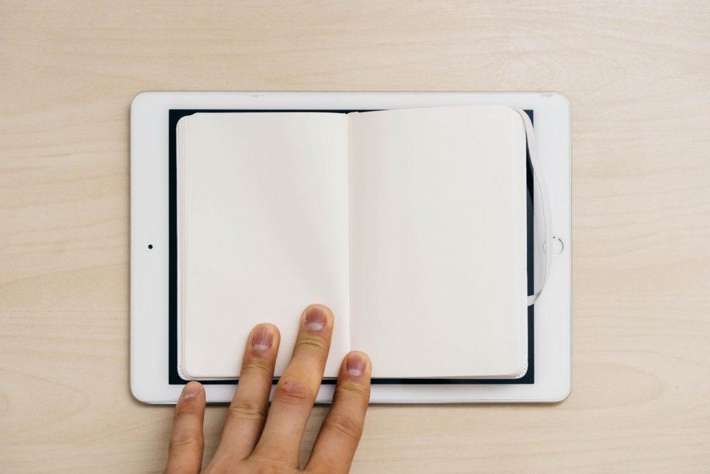 やっぱり紙も好き。白いモレスキンのノートブックを買いました