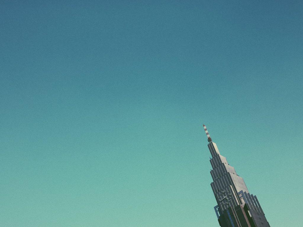 iPhone で撮るフイルム風写真。新宿、昼下がりの空に秋を感じる