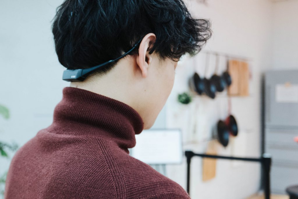 デスクワークが多い人におすすめ。姿勢の測定・矯正デバイス『ALEX Plus』 レビュー[PR]