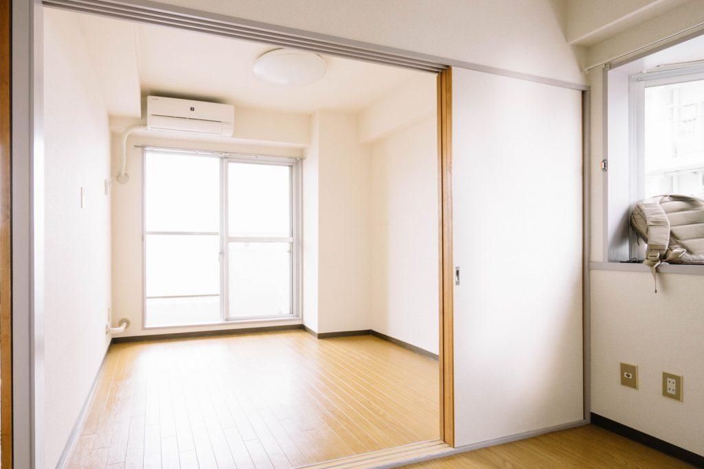 賃貸でも書斎のある暮らし②:4畳の洋室に書斎のイメージを重ね合わせる