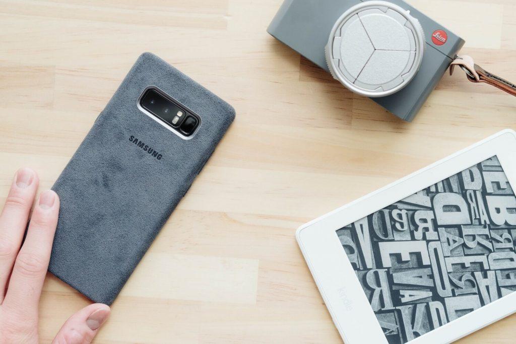 高級感ある起毛素材が格好良い。Galaxy Note8 用の『アルカンターラカバー』レビュー