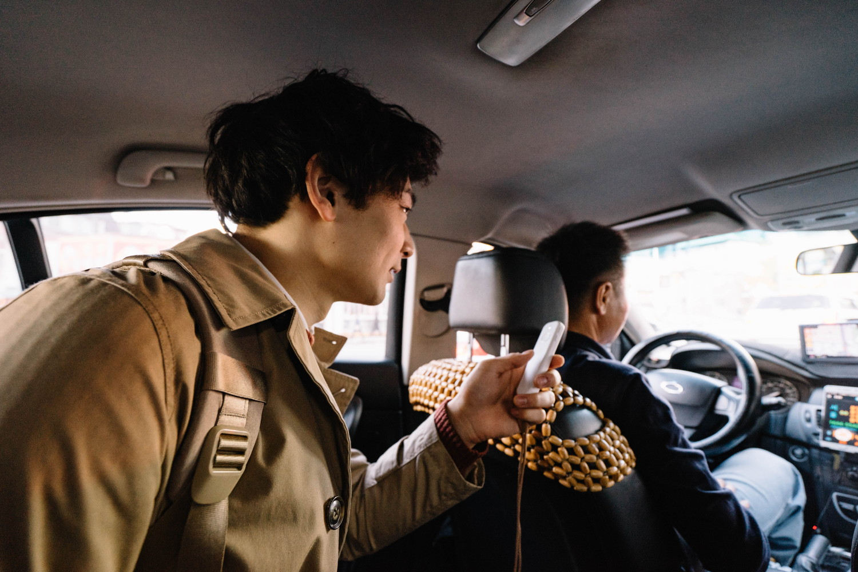 ウェアラブル翻訳機 ili(イリー)をタクシーで使う