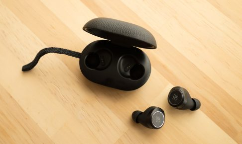 beoplay e8 本体とケース