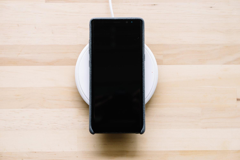 Galaxy Note8 と高出力15Wの高速ワイヤレス充電器「Freedy」