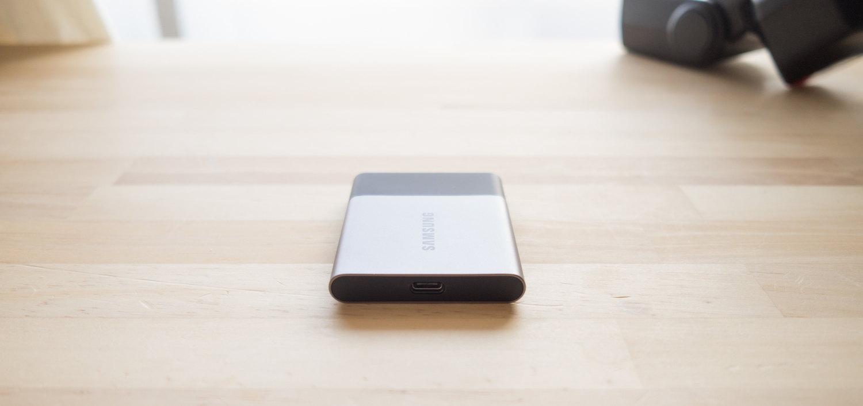 ポータブル SSD『サムスン T3 500GB』のポートは USB Type-C