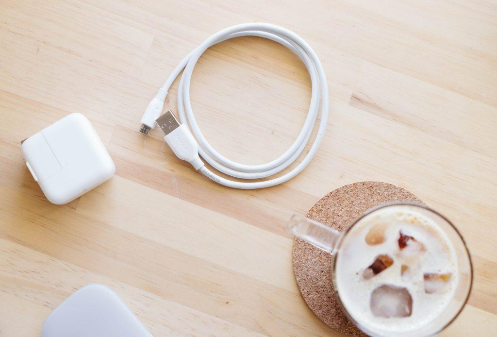 ケーブルを白で揃えるプロジェクト①:micro USB ケーブル