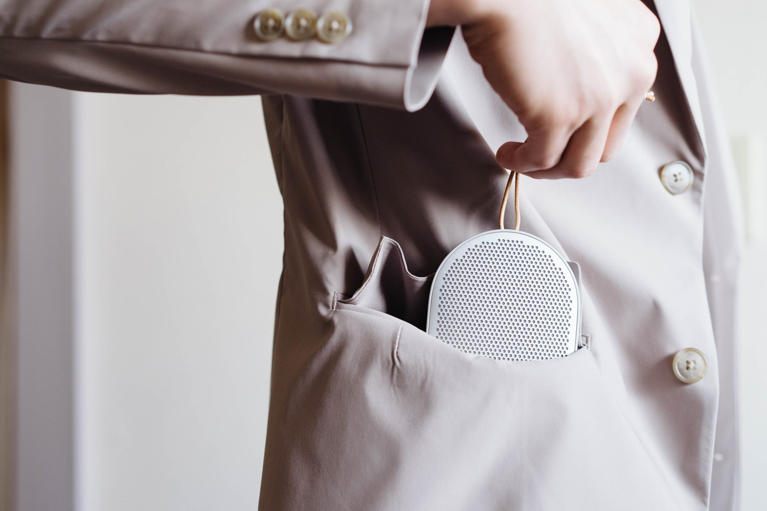Beoplay P2 をポケットに