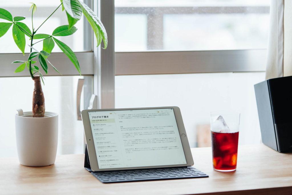 10.5インチiPad Pro用のSmart Keyboard レビュー。打鍵感や使い勝手などの感想