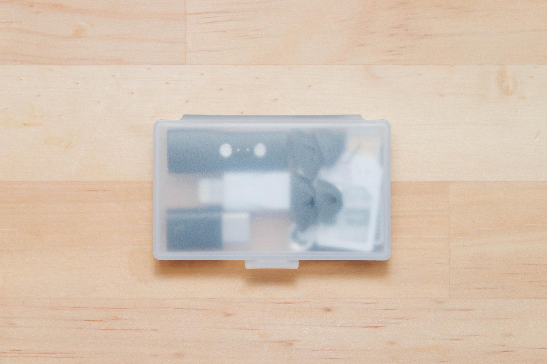 無印良品のポリプロピレンヘアピンケースにガジェット小物を収納2