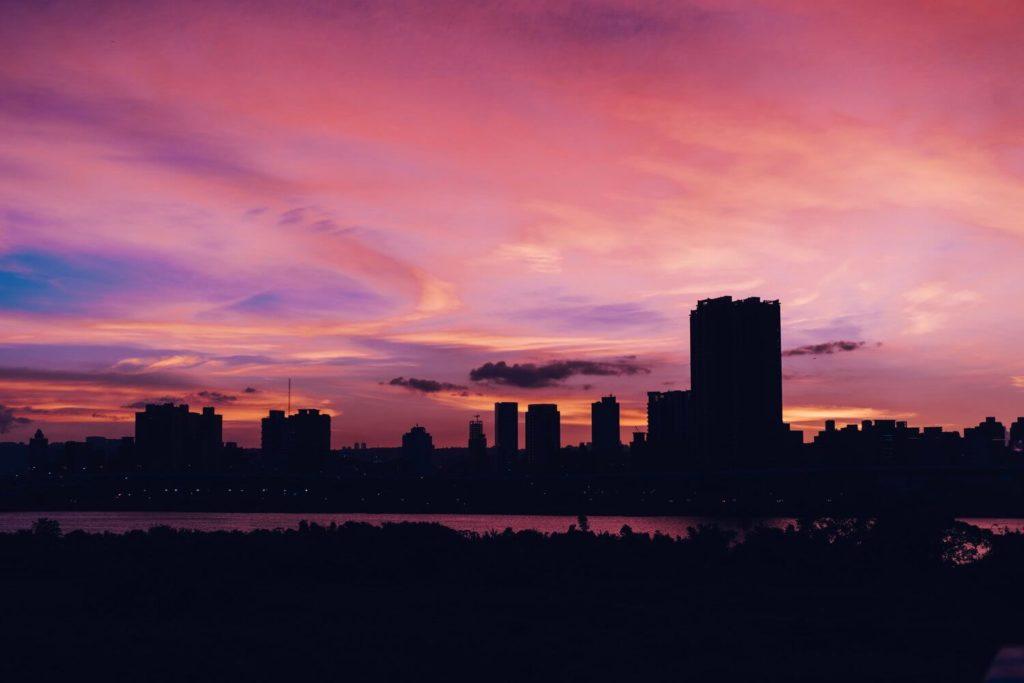 黄昏時の台北と、異世界へのいざない