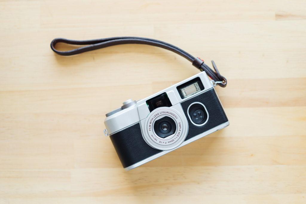 つい持ち歩きたくなる。『写ルンですプレミアムキットII』でクラシックなフィルムカメラに着飾る