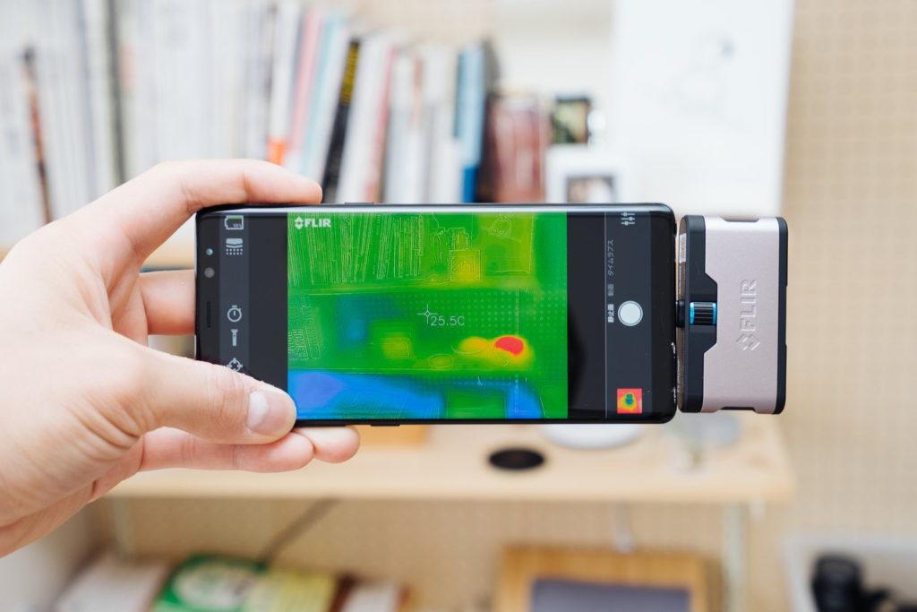 コレって何度? スマートフォンをサーモグラフィーカメラにする『FLIR ONE』レビュー