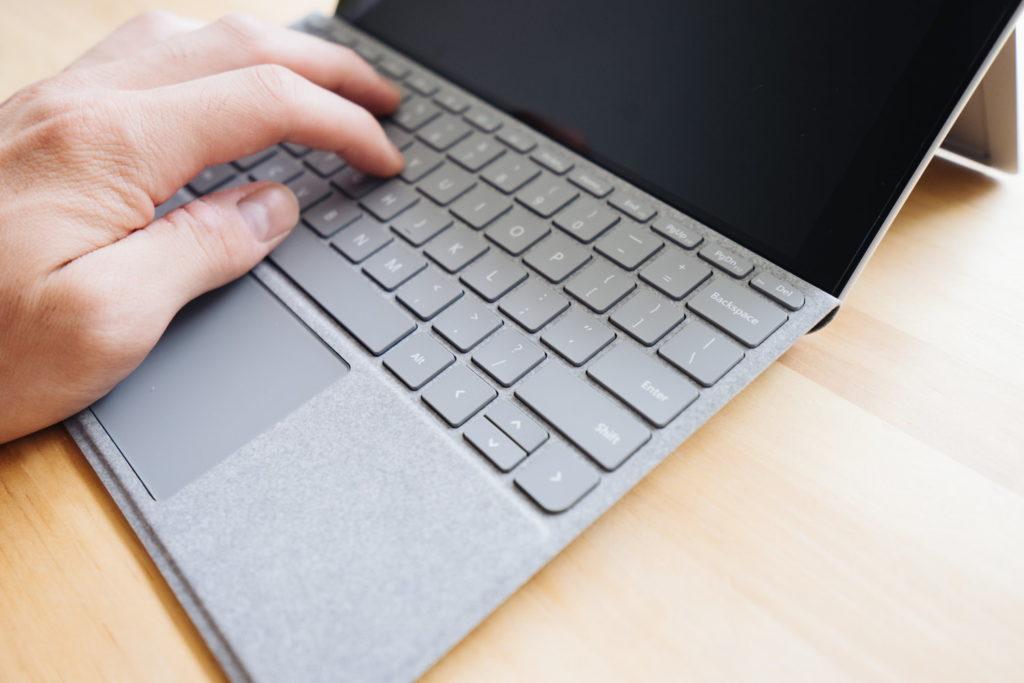 Surface Go の1ヶ月使用レビュー。持ち運びやすくスペックも実用的