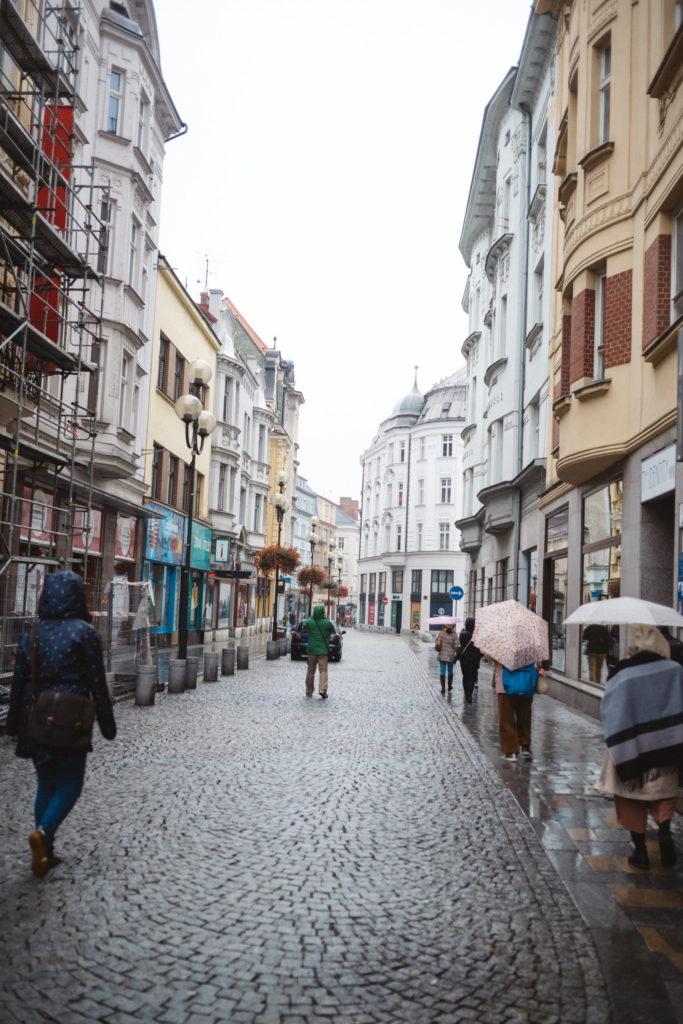 旅のはじまりはこの街から。カメラを持ってオストラヴァの旧市街地をさんぽ|旅、チェコ。