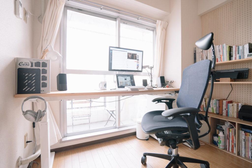賃貸でも書斎のある暮らし⑥:腰にいたわりを。書斎にスタンディングデスクを導入しました