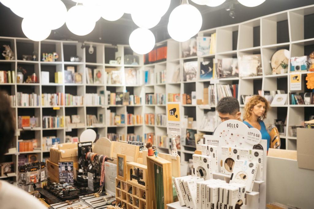 タイのカルチャー誌が営む小さな書店『Happening Shop』|旅、タイ。