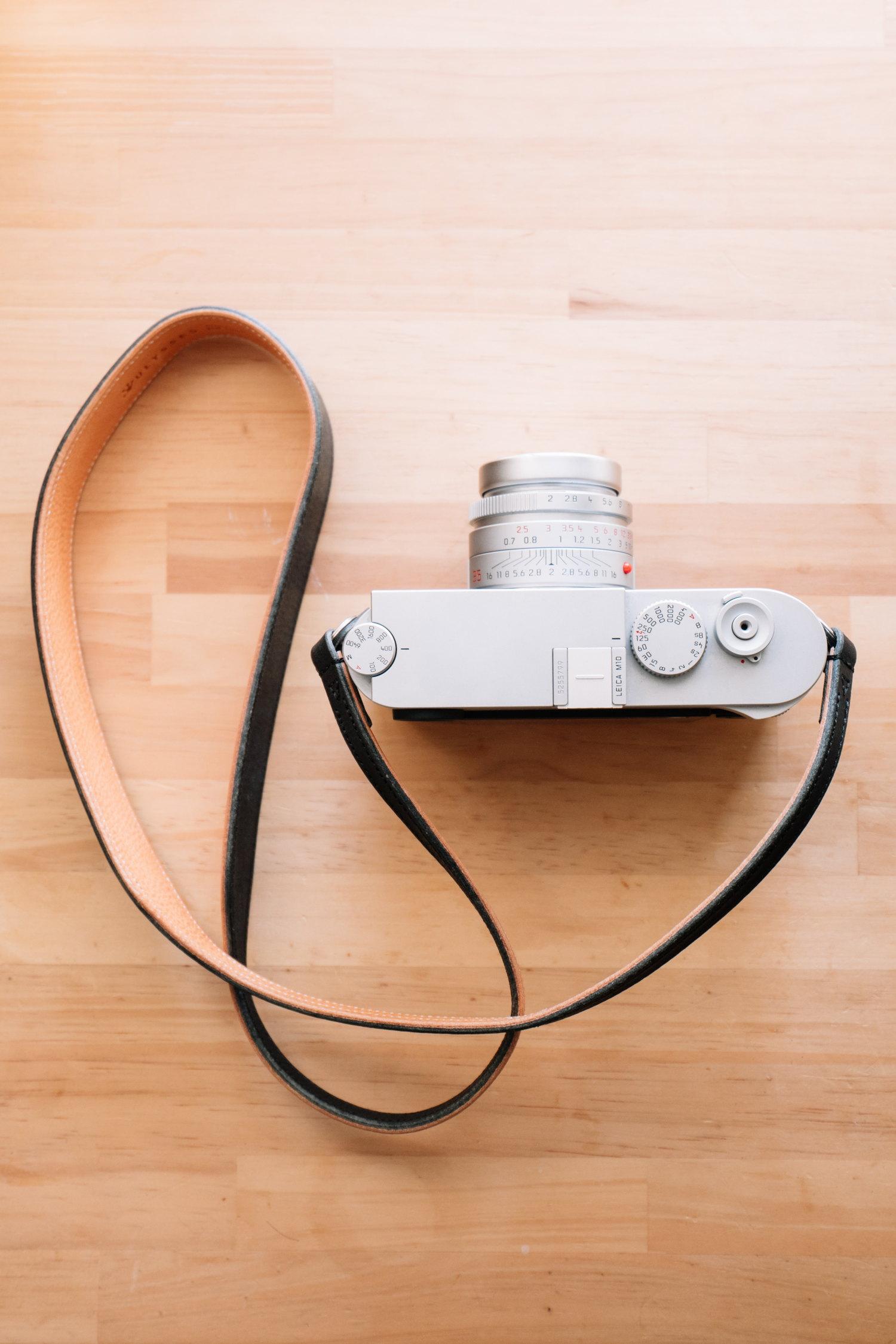 ストラップ ユリシーズ カメラのショルダーストラップを手首に巻く方法