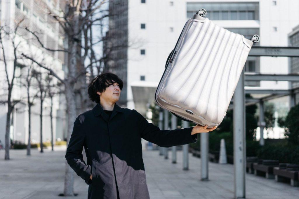 大容量でも超軽量。悩んだ末にサムソナイトのスーツケース『コスモライト』を買いました