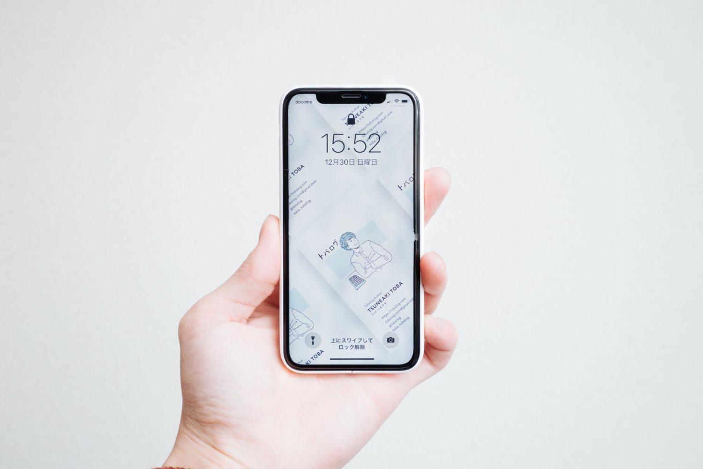 iPhoneケース『MYNUS』とiPhone XSの正面