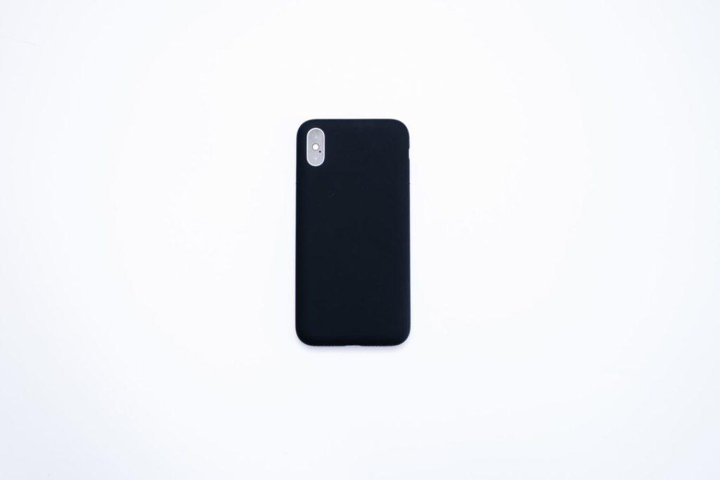 ミニマルなブラック。引き算の美学から生まれたiPhoneケース『MYNUS』レビュー