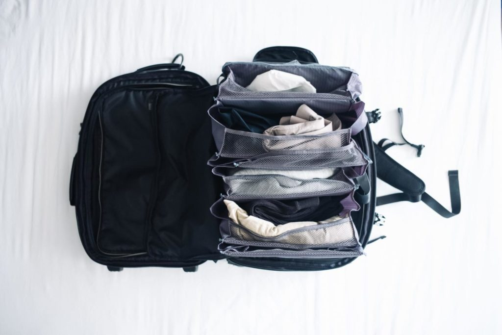 旅先での衣類の整理に。折り畳んで収納できる『スーツケースクローゼット』レビュー[PR]
