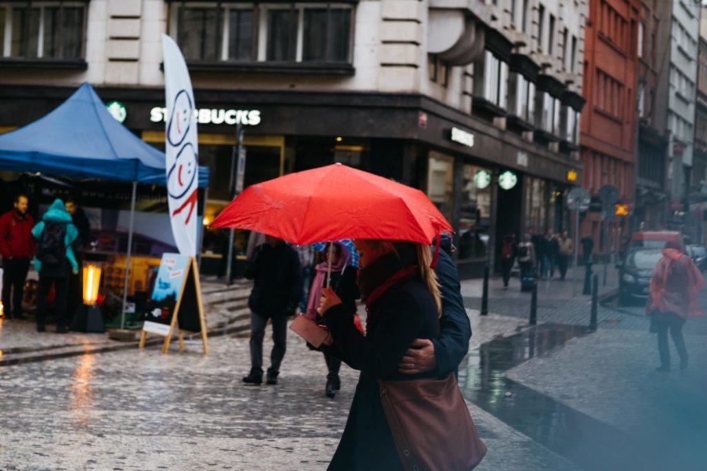 しとしと雨のチェコ、プラハ。カメラを持って旧市街地ぶらぶら歩いてみる