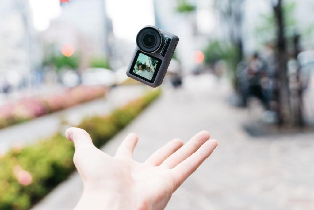 ドローンのDJI が手がけるアクションカメラ『Osmo Action』を触ってみた感想。手ブレ補正がなめらかで欲しい