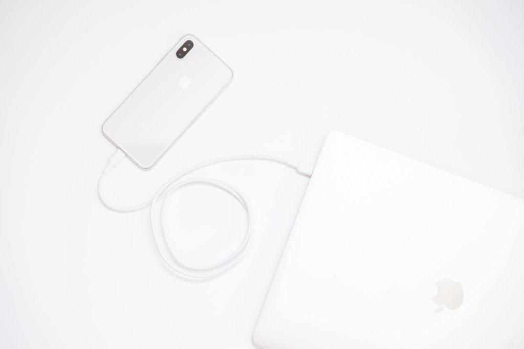 ケーブルを白で揃えるプロジェクト②:iPhoneをMacBookに直接挿せる『Lightning to USB Type-C ケーブル』