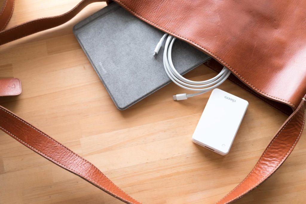 これだけ持てばまず安心! cheeroの白いモバイルバッテリー『Power Extra 10000mAh』レビュー