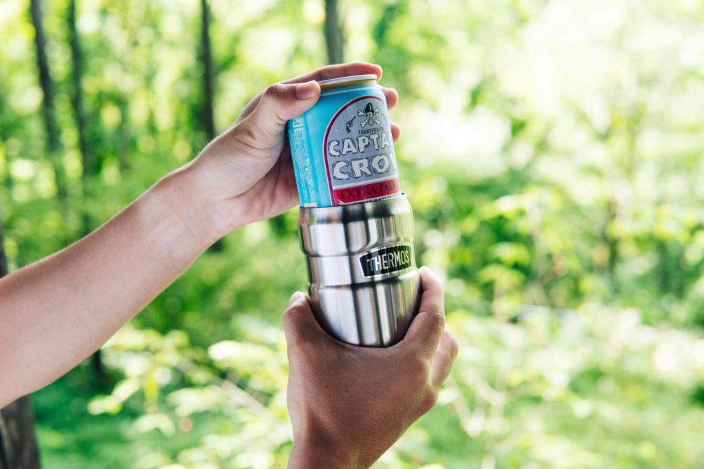 缶ビールもずっとキンキン。タンブラーとしても使えるサーモスの2way缶ホルダーが最高