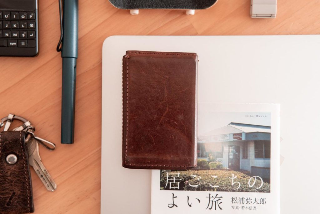 薄くて小さいミニマルな革財布『PRESSo(プレッソ)』レビュー。1年使った経年変化や感想など